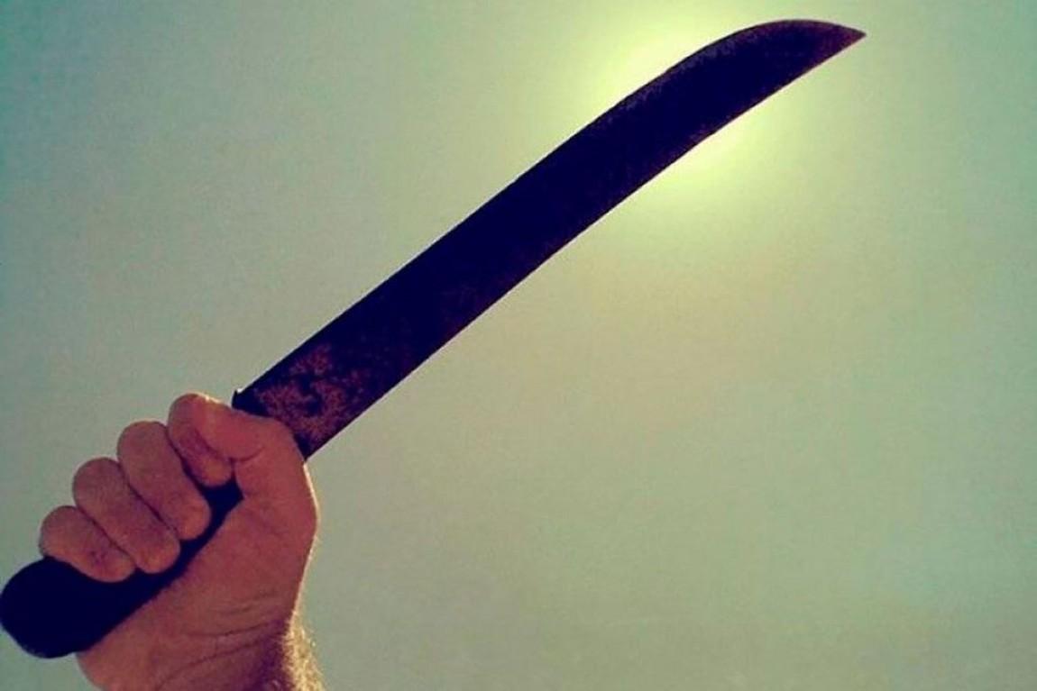 Homem é preso após tentar matar desafeto com facão no Bateas
