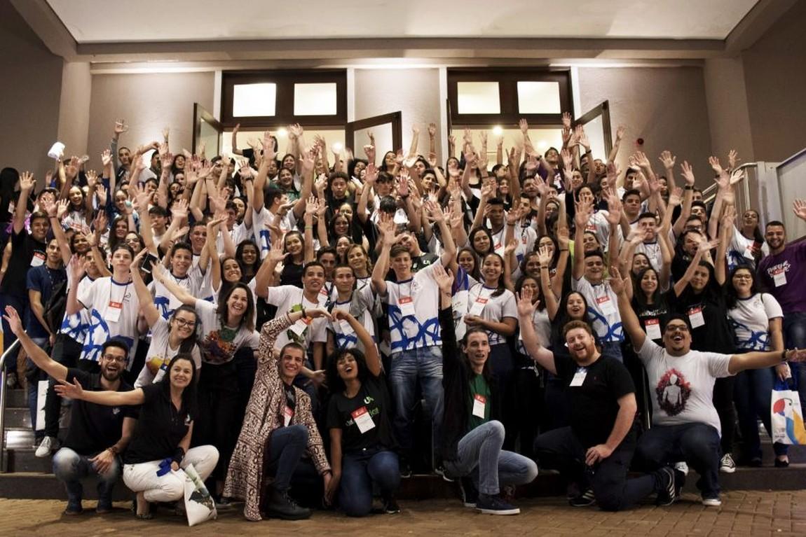 Resultado de imagem para fotos da 2ª Feira Jovem de Negócios Iguaçu