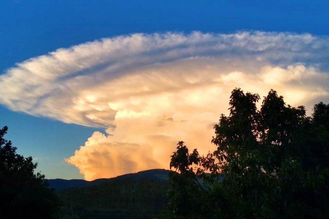 Resultado de imagem para o que é Nuvem Lenticular