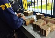 PRF apreende cerca de R$ 90 mil dentro de caminhão em Poços de Caldas