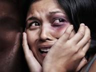 Segundo a PM, ele invadiu a casa da vítima e a agrediu. Vizinhos acionaram a polícia.