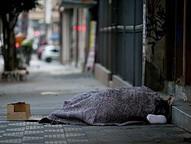 A vítima morava na rua e fazia uso de bebida alcoólica constantemente