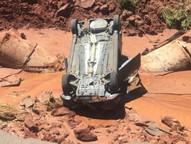 O trecho está interditado, depois que uma erosão destruiu a pista.