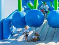Mais de 900 participantes encararam os 12 obstáculos infláveis gigantes instalados na usina de Itaipu.