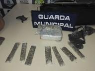 De acordo com a Guarda Municipal, o casal comercializava a droga em um conjunto habitacional.