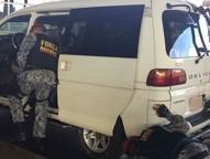 Produtos foram encontrados ocultos em um fundo falso no assoalho do veículo.