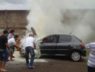 Incêndio foi registrado na manhã deste sábado (2), em Foz do Iguaçu.