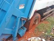 Veículo ficou preso em lama na região de Três Lagoas nesta segunda-feira (15).