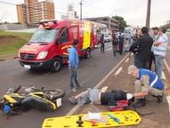 O motociclista e a pedestre foram encaminhados ao Pronto Socorro do Hospital Municipal.