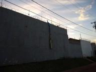 Dez detentos escaparam da delegacia durante a madrugada; segundo o Depen, eles pularam o muro com a ajuda de uma corda feita com tecidos