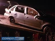 Condutor do veículo perdeu o controle da direção, saiu da pista e capotou, parando em uma lavoura