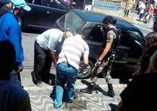 Homem deixa cachorro em carro e é preso no centro de Poços de Caldas