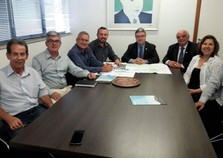 Senador Anastasia recebeu o prefeito Rodrigo Lopes e a ACIRA em BH