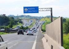 Caminhoneiro morre ao bater carreta na rodovia Dom Pedro