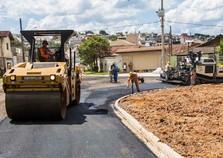 Obras de asfalto no Jd. Maristela continuam em andamento