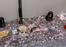 Polícia apreende mais de 5 kg de maconha, armas e dinheiro em Atibaia