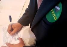 Prefeito assina termo de adesão ao Programa Internet para Todos