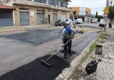 Atibaia realiza serviços de tapa-buraco em ruas e avenidas