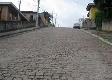 Ruas do Centro de Atibaia estão com paralelepípedos em péssimas condições