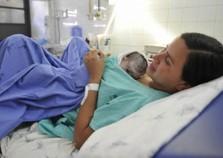 Comissão do Senado aprova licença-maternidade de 180 dias