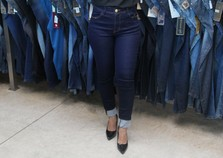 Manga Rosa Modas está com promoção em calças jeans masculina e feminina
