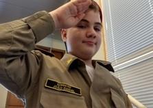Curado do câncer menino de 11 anos sonha em ser bombeiro