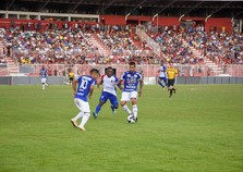 Árbitro ajuda, Paraná vence o Foz do Iguaçu no estádio do ABC