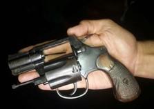 Homem é preso com arma e munições após sofrer acidente de moto