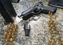 Passageiro de táxi é preso com arma e munições na Ponte da Amizade