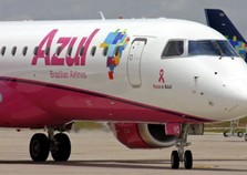 Aeroporto de Foz recebe avião da campanha Outubro Rosa