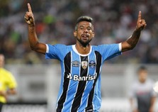 Léo Moura desmente Douglas  e afirma que Grêmio não fez 'corpo mole'