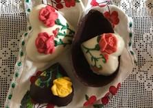 A tradição dos ovos de páscoa e a renda extra para quem produz