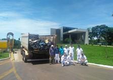 Voluntários recolhem quase uma tonelada de lixo na PR-466