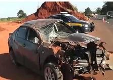 Motorista sai ileso após carro ficar destruído em acidente na BR-376