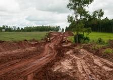 Obras avançam na readequação de estradas rurais em Umuarama