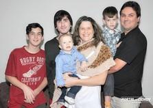 Professora vence o câncer e tem três filhos após os 40 anos
