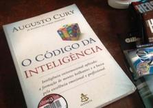 PM prende homem suspeito de furtar o livro 'O Código da Inteligência'