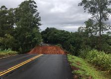Ponte na PR-082, entre Cianorte e Terra Boa, cai após fortes chuvas