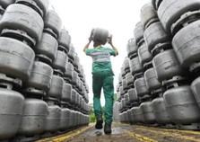Preço do gás de cozinha supera R$ 74 em revendas de Umuarama
