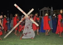 Tradicional Paixão de Cristo é encenada no Centro de Itatiaia