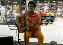 Músico Raphael Garcês se apresenta nesta terça-feira em Volta Redonda