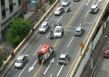 Acidente envolvendo carro e moto é registrado em Volta Redonda, RJ