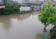 Chuva forte e constante causa estragos em cidades do Sul do Rio