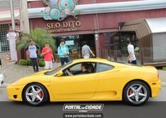 Carros luxuosos no Seo Dito
