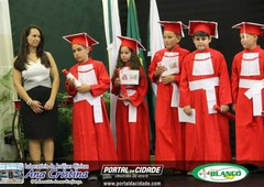 Formatura dos alunos da Escola Mundo Encantado