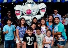 Reinauguração Gazin com Apresentação do Robô da LG