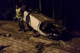 Motorista se evade após capotar carro no São Pedro