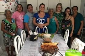 Grata, moradora faz almoço para despedida de médica de UBS em Umuarama