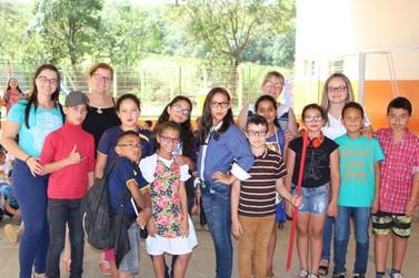 Peça Teatral na Escola dos Gonçalves informa e encanta os alunos