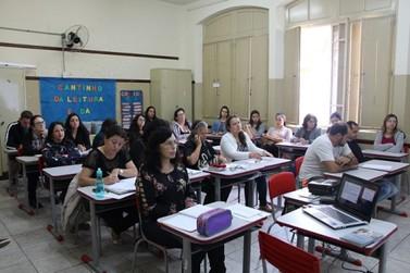 Professores da Escola José Bonifácio participam de capacitação